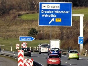 Příjezd k letišti  Drážďany