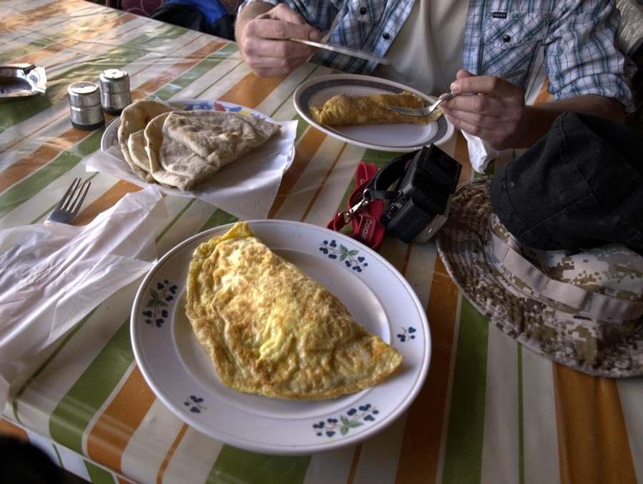 Vynikající omeleta v restauraci v Siwe.