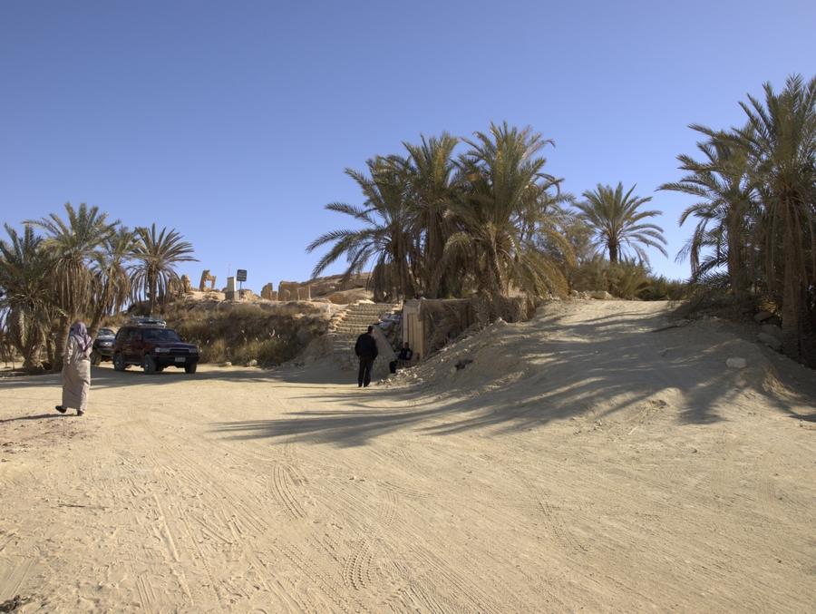 Na úpatí Hory Mrtvých v oáze Siwa.