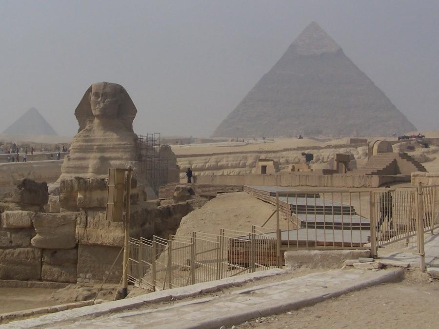 Egyptské pyramidy v Gíze nedaleko Káhiry.