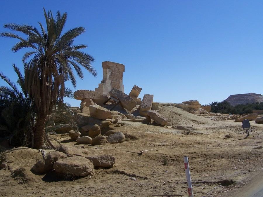 Bohužel, to je vše co zůstalo z Amonova chrámu v Siwě.