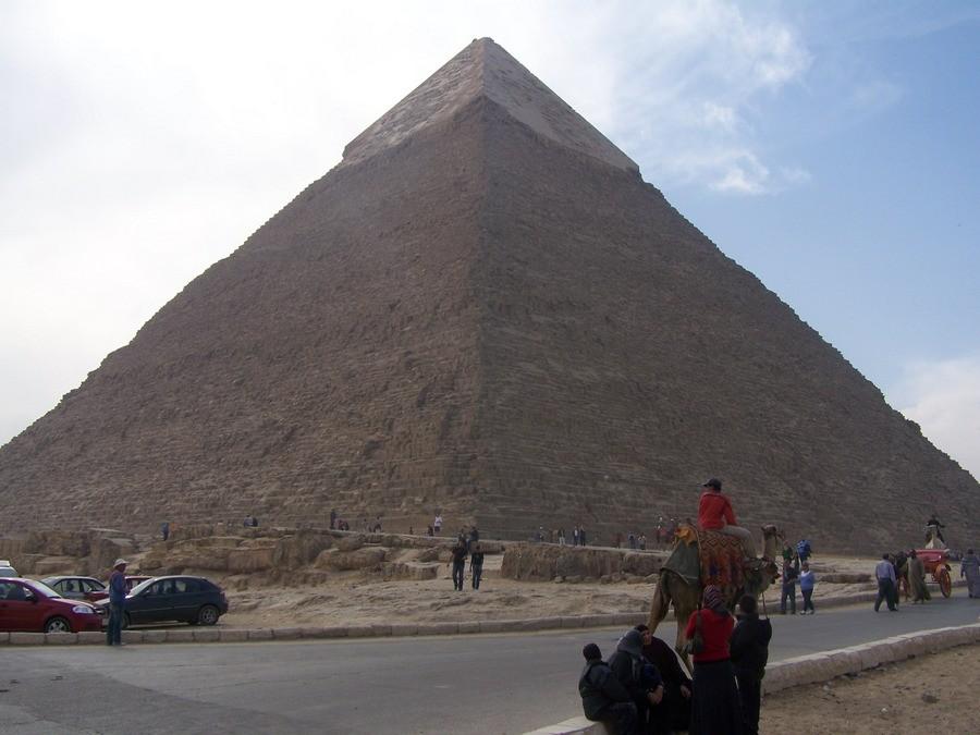Chefrénova pyramidy v Gíze.