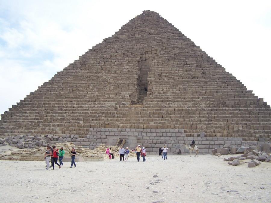 Menkauerova pyramidy v Gíze.